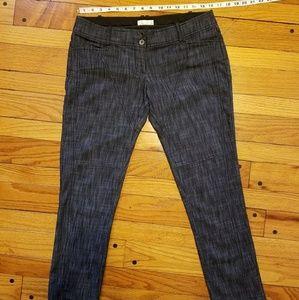 Pants - Dark wash denim capris